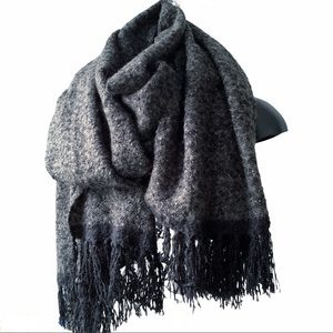 Accessories - Large Chunky Warm Blanket Scarf Gray Black